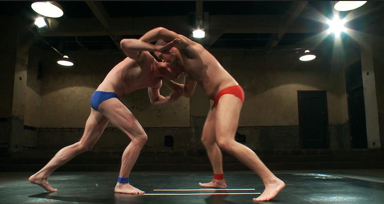 Голые геи на ринге